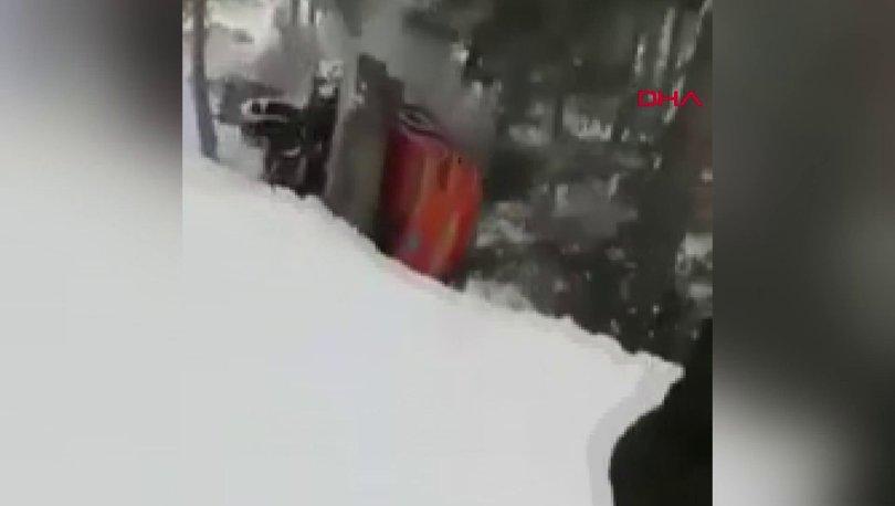 Buzlu yolda kayan iş makinesi taklalar atarak yuvarlandı