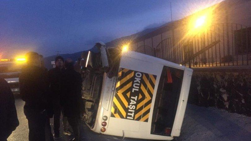 İzmir'de servis aracı devrildi! 8 kişi yaralandı