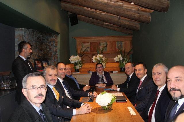 """Davos Zirvesi'nde kurulan """"Türk Evi""""ne katılımcılardan yoğun ilgi"""