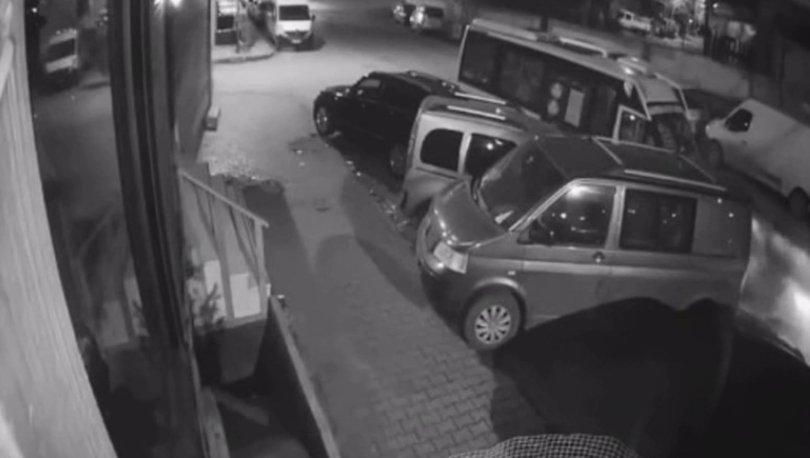 Sürücüsü uyuyakalan minibüs park halindeki araçlara çarptı