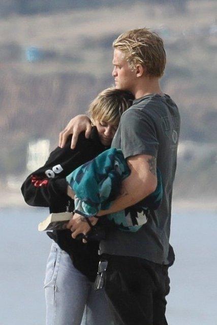 Miley Cyrus sevgilisi Cody Simpson ile Malibu'da