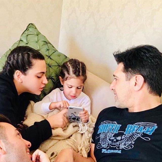 Hakan Ural'dan oğlu Engincan Ural ile baba-oğul pozu - Magazin haberleri