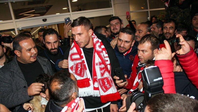 Podolski resmen Antalya'da