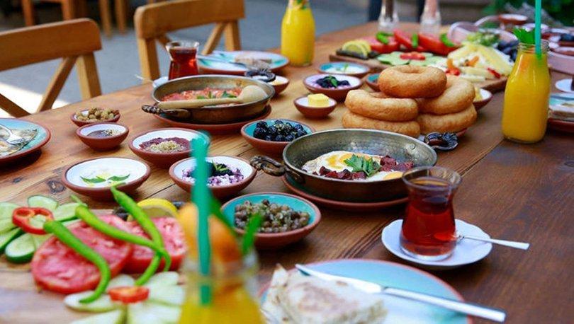 HT Mikrofon sordu: Doktor Mehmet Öz'ün 'kahvaltı yasaklansın' sözlerine halk ne dedi?