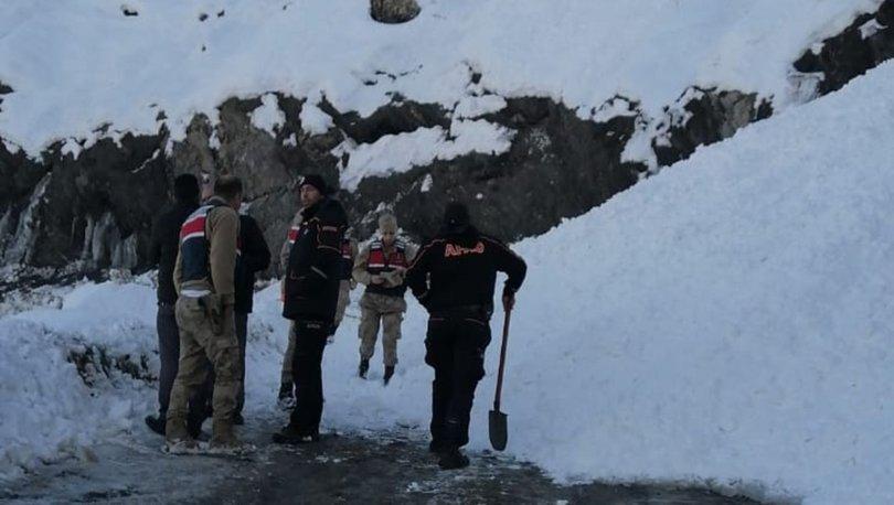 Depremzedelere yardım götüren ekip çığa yakalandı