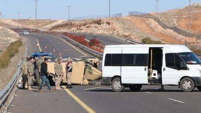 Şanlıurfa'da askeri araç devrildi
