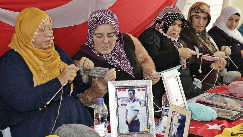 Diyarbakır anneleri depremzedelere atkı örüyor