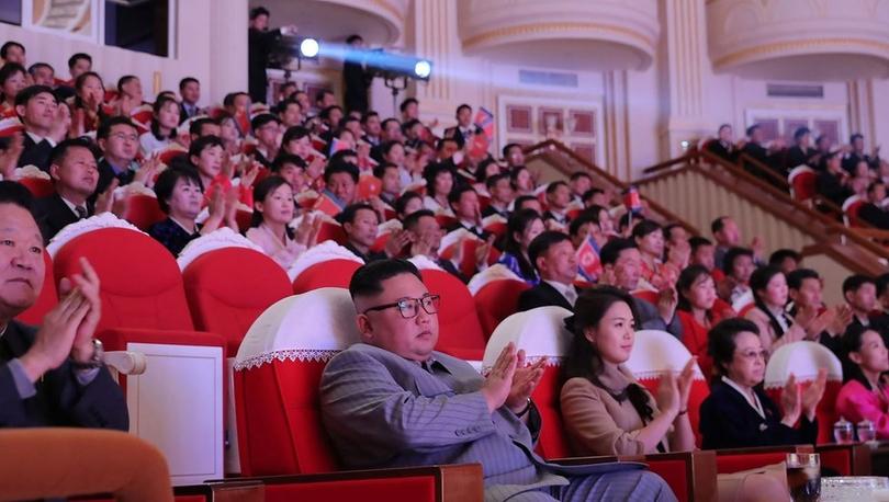 Kuzey Kore lideri Kim Jong-un'un halası 6 yıl sonra ortaya çıktı, kocasını öldürten yeğeniyle yan yana oturdu