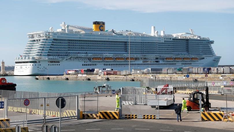 Koronavirüs - İtalya'da limanda virüs şüphesi: 6 bine yakın yolcunun gemiden inmesine izin verilmiyor