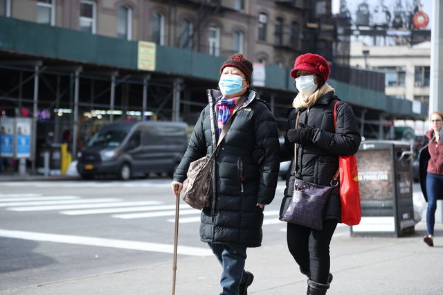 Koronavirüs salgını nedeniyle New York'ta maskeler tükendi
