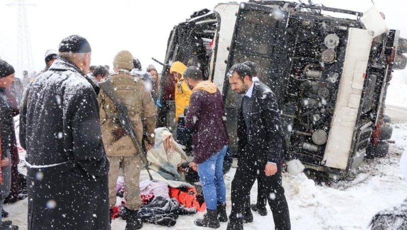 Erzincan'da yolcu otobüsü şarampole devrildi: 46 yaralı
