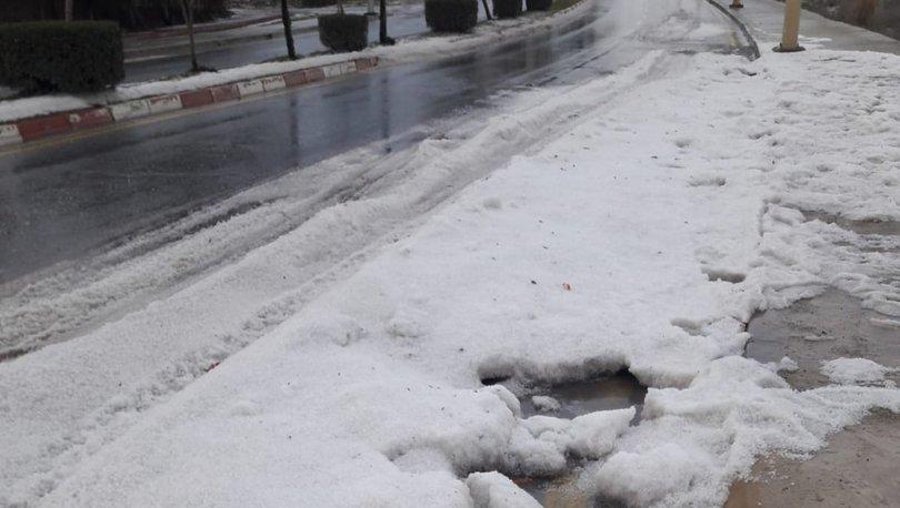 Tarsus'ta dolu yağışı sonrası yollar buzla kaplandı