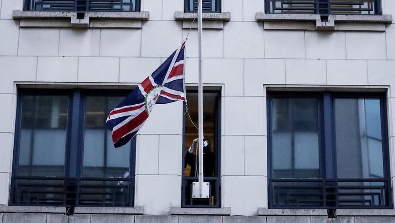 Brexit'e saatler kala İngiliz bayrakları AB kurumlarından indirildi