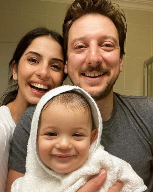 Beyza Şekerci ile Engin Hepileri'den mutlu aile pozu - Magazin haberleri