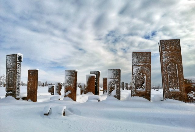 Tarihi kent Ahlat'tan kartpostallık manzaralar