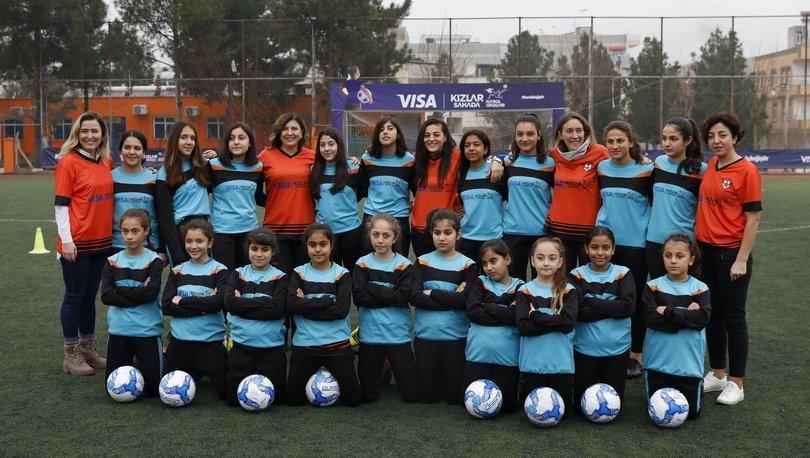 Visa Kızlar Sahada Futbol Okulları