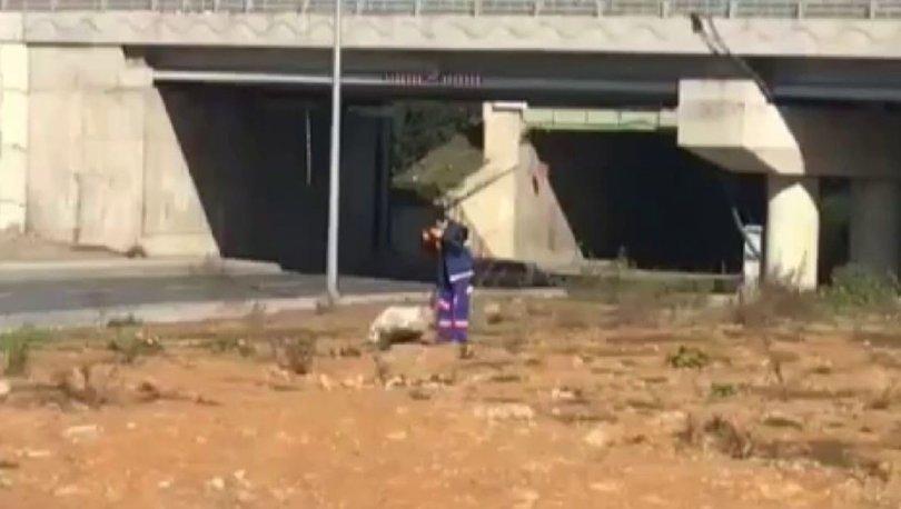 Türk Bayrağı'nı çamurdan çıkardı