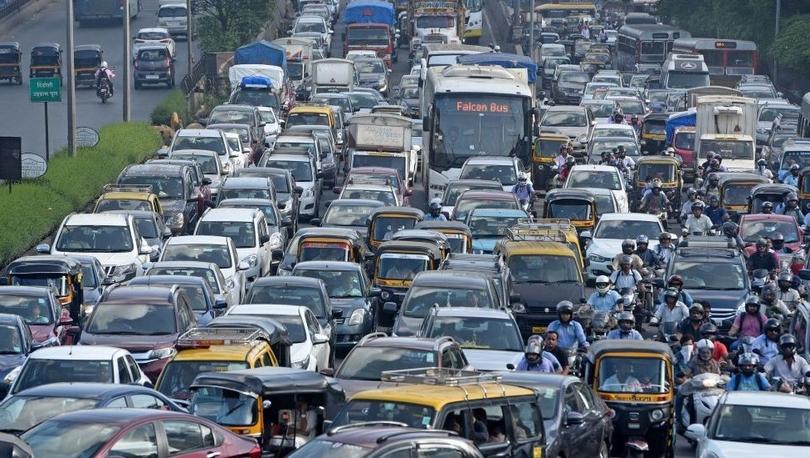 Hindistan'da trafikte ses kirliliğine karşı yeni sistem: 'Ne kadar korna çalarsan o kadar kırmızı ışıkta beklersin'