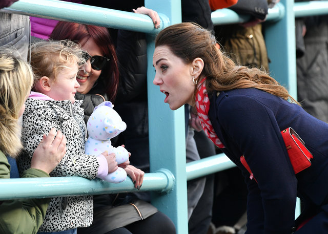 Kate Middleton 259 Sterlin'lik kaban giydi!