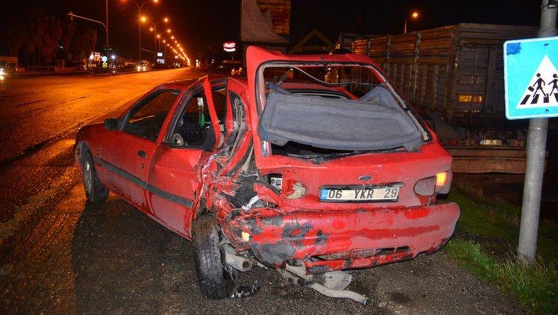 Adana'da TIR, ışıkta otomobillere çarptı