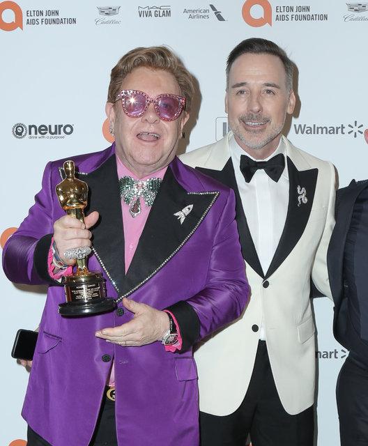 Elton John'ın Oscar partisine akın ettiler