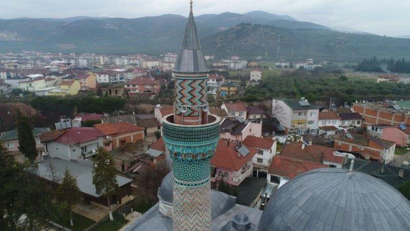 çinili cami minaresi