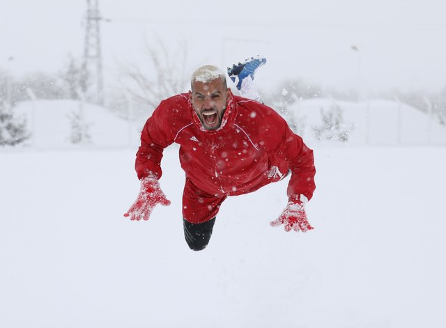 Sivas stadında 30 santimetre kar ölçüldü!