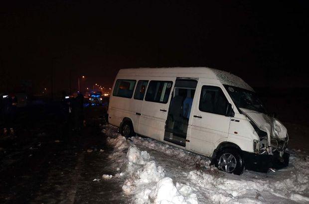 Kayseri'de iki işçi servisi çarpıştı!