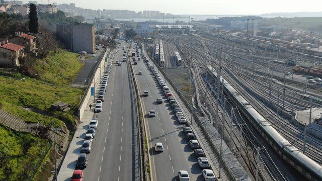 Halkalı Marmaray İstasyonu çevresine park eden yüzlerce araç havadan görüntülendi!
