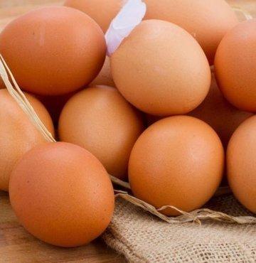Sağlık açısından son derece yaralı bir besin olan yumurtanın faydalarının neler olduğu merak ediliyor. Yumurta pek çok besin maddesi içerir. Beynin sağlıklı işleyişinin yanı sıra sağlıklı bir sinir sistemi için katkıda bulunur. Peki yumurtanın faydaları nelerdir?
