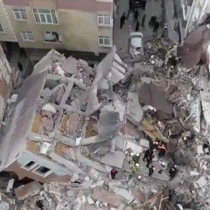 BAHÇELİEVLER'DE BİNA ÇÖKTÜ!
