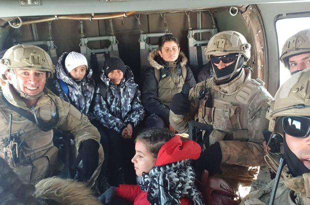 Karda mahsur kalan öğrenciler askeri helikopterle kurtarıldı