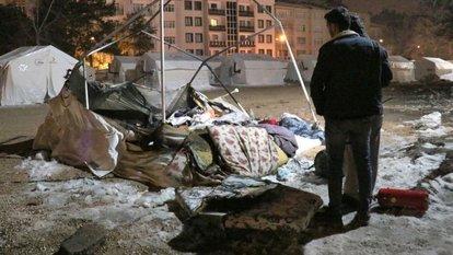 depremzede çadırında yangın