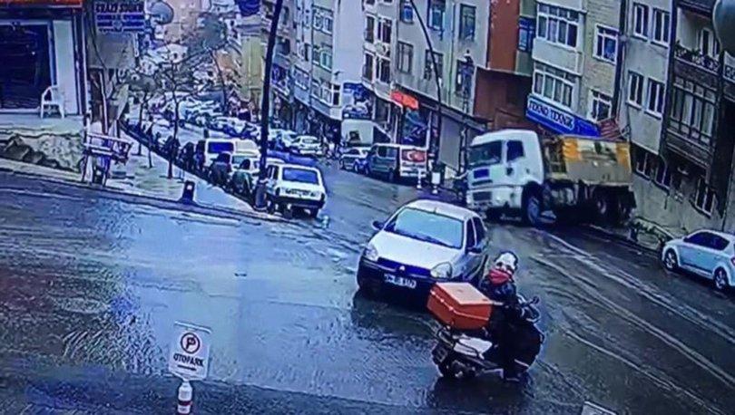 Gaziosmanpaşa'da kamyon araçların üzerine devrildi