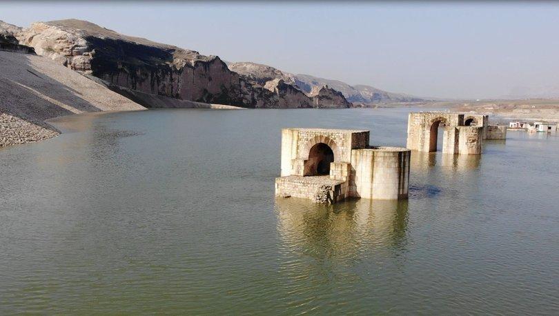 Hasankeyf'te 1300 yıllık Roma Köprüsü suyun altında kaldı!