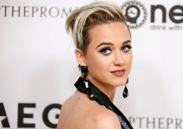 Katy Perry çekimlerde bayıldı - Magazin haberleri