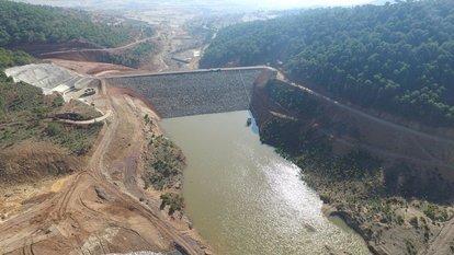 Baraj çatladı
