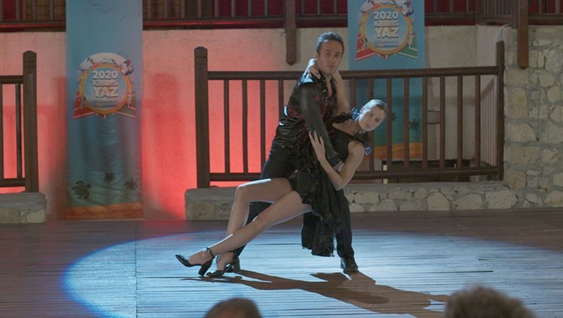 Chloe Loughnan Hababam için dans etti