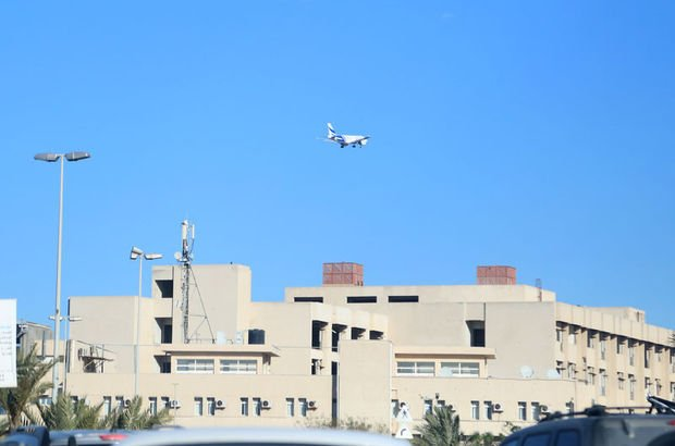 BAE'den kalkan 2 kargo uçağı Hafter'e ait üsse indi