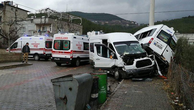 Öğrenci servisleri çarpıştı: 21 yaralı