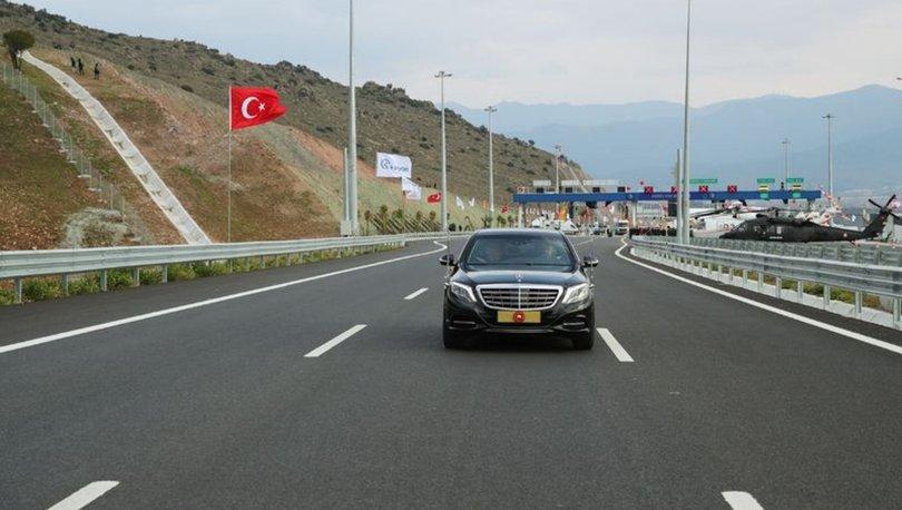 Cumhurbaşkanı Erdoğan makam aracıyla yeni otoyolda
