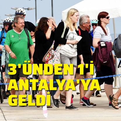3 Hollandalı turistten biri Antalya'ya geldi