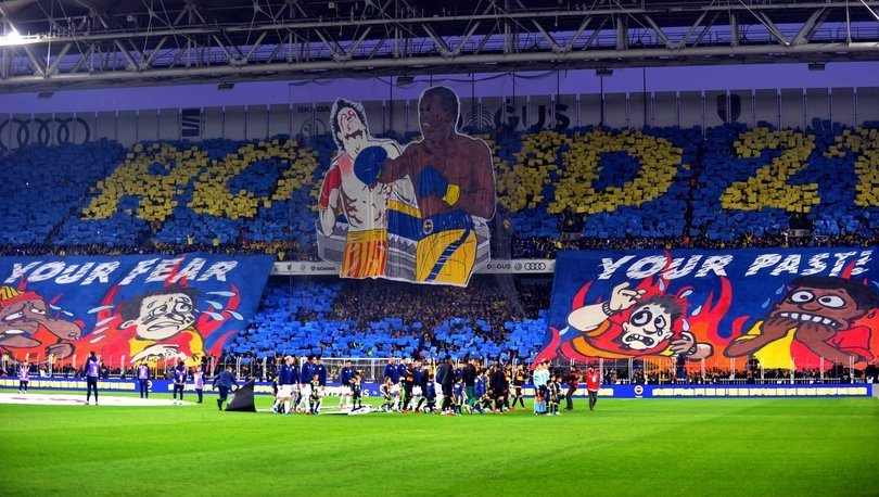 Fenerbahçeli taraftarlardan Galatasaray'a göndermeli koreografi
