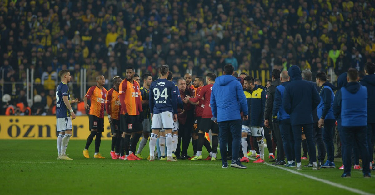 Kadıköy'de koridorlarda kavga!