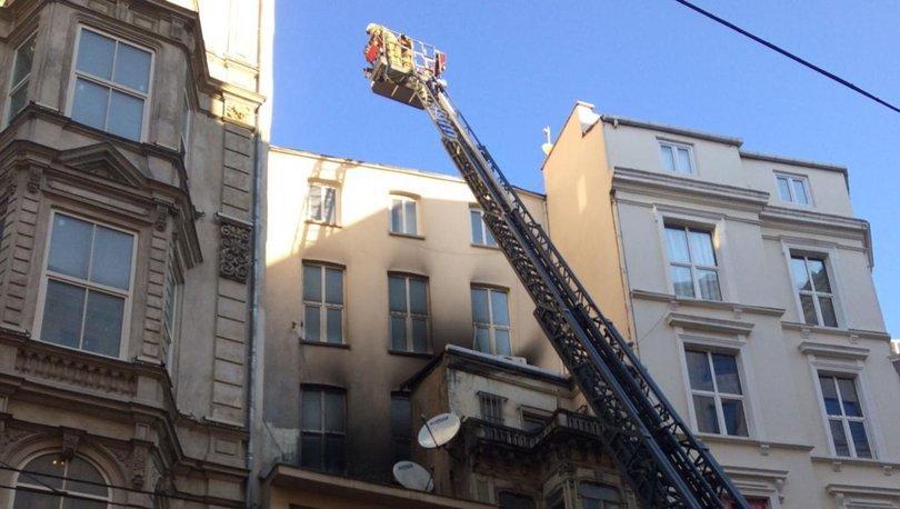 Son dakika haberi İstiklal Caddesi'nde 5 katlı binada yangın çıktı