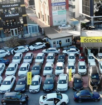 """İkinci el araç pazarında faaliyet gösteren Otomerkezi.net, sunmaya başladığı yeni hizmeti """"Hemen Sat Merkezi"""" ile kullanıcıların sahip olduğu araçları 24 saat içinde satmasına olanak tanıdığını duyurdu. 1 haftada 100 aracın satın alındığını söyleyen Otomerkezi.net CEO"""