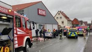 Almanya'da bir araç karnaval sırasında kalabalığın üzerine sürüldü: 'En az 10 yaralı'