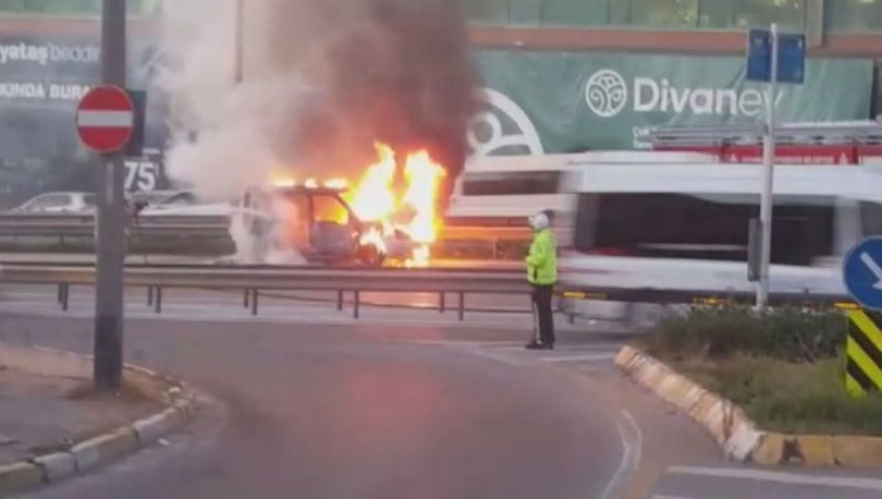 ARAÇ BİR ANDA YANDI! D-100'de araç alev alev yandı, trafik yoğunluğu oluştu!