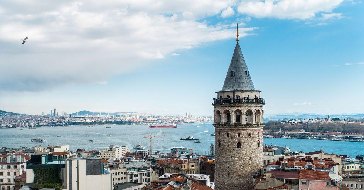 İBB'den alınıp Vakıflar'a devredilen Galata Kulesi'nin arka planı ...