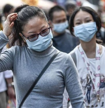 """Dünya Sağlık Örgütü, son günlerde Çin dışındaki ülkelerde pek çok koronavirüs vakasının çıkmasıyla, virüsün """"belirleyici bir noktaya"""" ulaştığını açıkladı"""